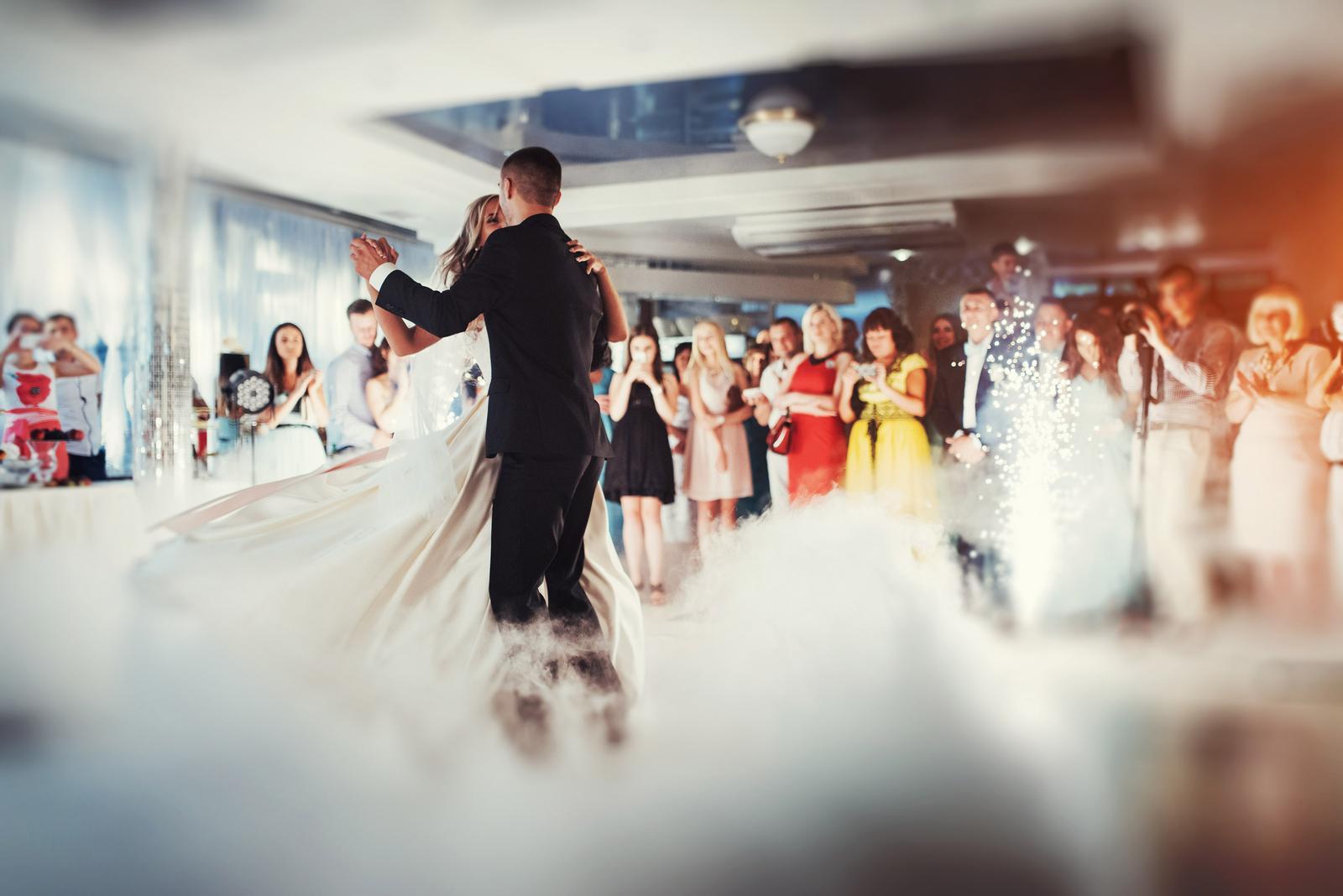 Kočky, ak hľadáte nejakú peknú českú alebo slovenskú pesničku na prvý manželský tanec, prichystali sme pre vás takýto zoznam :) Inšpirujte sa a vyberajte! Budem rada, ak mi do komentára napíšete ďalšie tipy, ktoré by sme do zoznamu mohli doplniť :) Ďakujem a krásny deň vám želám! https://www.mojasvadba.sk/75-slovenskych-a-ceskych-piesni-na-prvy-manzelsky-tanec/ - Obrázok č. 1