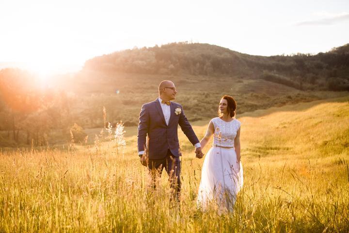 Alžbetka pochádza z rovnakého mestečka ako ja. Preto je tento rozhovor pre mňa niečím špeciálny. Prečítajte si o malej, lowcostovej svadbe, ktorú mladomanželia zorganizovali za 3 mesiace :) https://mojasvadba.zoznam.sk/mala-low-cost-svadba/ - Obrázok č. 1