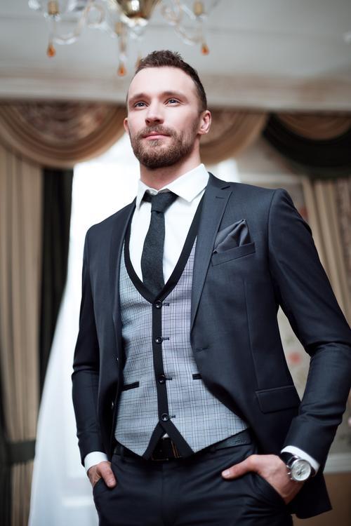 Prečítajte si komplexný článok Všetko, čo potrebujete vedieť o oblečení pre ženícha :) Nech sú vaši budúci manželia dokonale zladení :)  https://mojasvadba.zoznam.sk/vyber-obleku-pre-zenicha/ - Obrázok č. 1