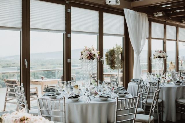 Ktoré svadobné výzdoby vás na Mojej svadbe inšpirovali najviac? Do tohto článku sme vybrali pár najkrajších a radi ich doplníme! Napíšte mi vaše tipy do komentára :) https://mojasvadba.zoznam.sk/najkrajsie-svadobne-vyzdoby-2019/ - Obrázok č. 1