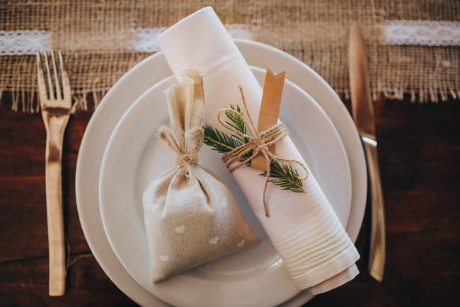 Chcela by som doplniť tento veľmi užitočný článok s tipmi na darčeky pre svadobných hostí! Aké darčeky ste dávali hosťom vy? Inšpirujme ďalšie nevesty :) https://mojasvadba.zoznam.sk/originalne-darceky-pre-hosti/ - Obrázok č. 1