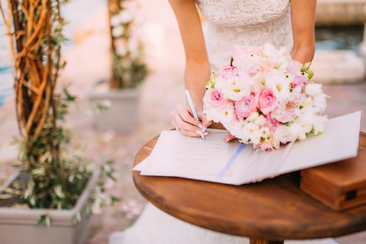 Svadobná sezóna sa pomaly blíži ku koncu a mnoho z vás rieši posvadobné vybavovačky. Všetky dôležité informácie nájdete v článku Všetko, čo potrebujete vedieť o zmene dokladov po svadbe :) https://mojasvadba.zoznam.sk/zmena-dokladov-po-svadbe/ - Obrázok č. 1