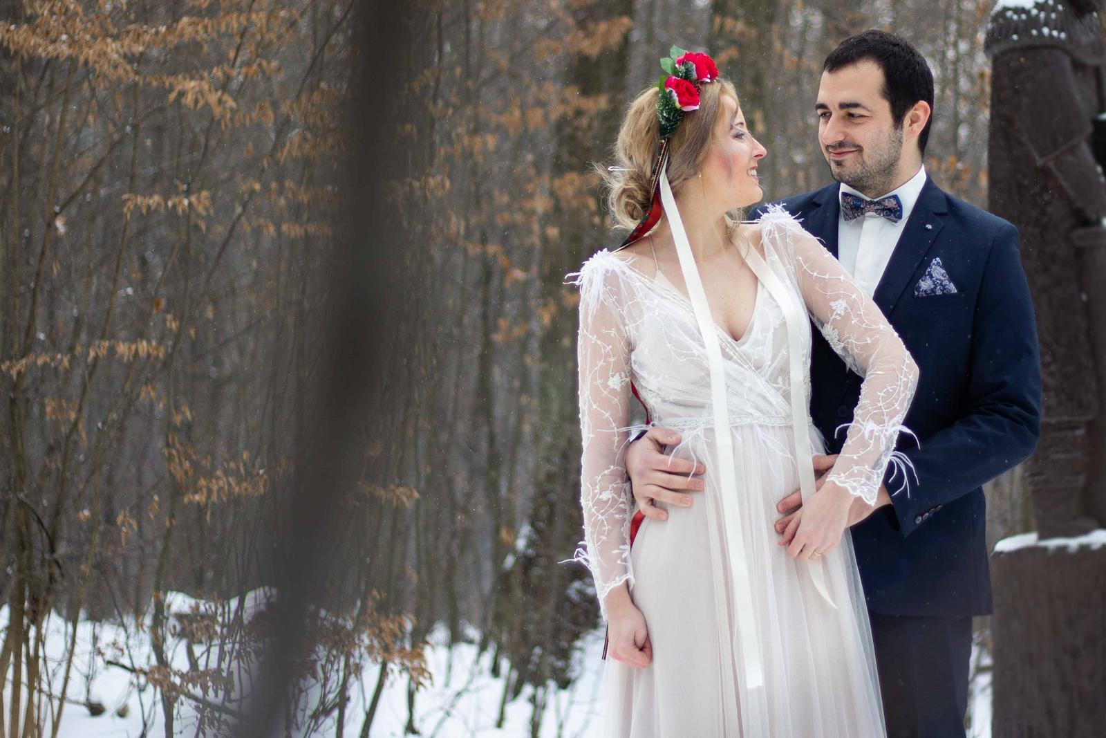 Téma svadobných šiat z Ukrajiny tu bola otvorená už niekoľkokrát, práve preto nám nevesta a autorka článkov Danka zozbierala info z prvej ruky :) Svadobné šaty z Ukrajiny – kam ísť, aké sú ceny a kvalita šiat: https://mojasvadba.zoznam.sk/svadobne-saty-z-ukrajiny/ - Obrázok č. 1