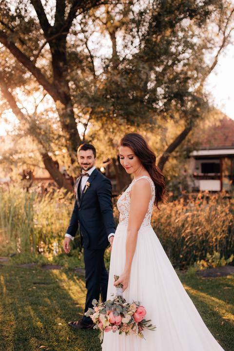 Zuzka a Alvaro mali krásne jesenné predsvadobné fotenie a aj ich svadba v Pálenici Jelšovce stála za to! :) https://mojasvadba.zoznam.sk/slovensko-spanielska-svadba/ - Obrázok č. 1