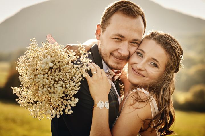 Ľubka a Jaro mali naozaj krásnu rustikálnu svadbu v nádhernom priestore Stodolienka u Hricka. Prečítajte si rozhovor :) https://mojasvadba.zoznam.sk/svadba-v-stodolienke-u-hricka/ - Obrázok č. 1