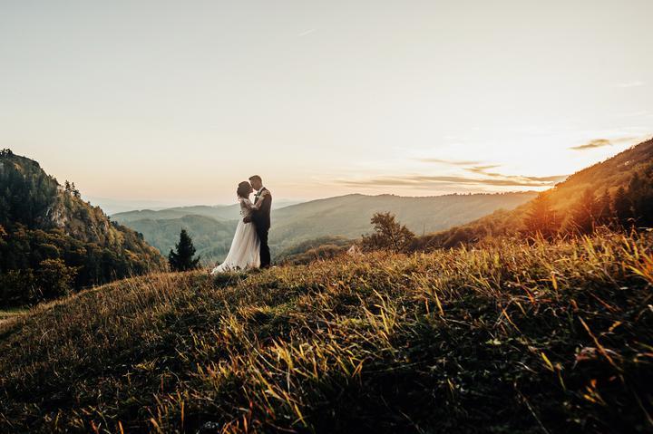 Prečítajte si ďalší zo série rozhovorov s našimi nevestami :) Tentoraz greenery svadba v hoteli Vršatec s ekologickou nevestou Zuzkou :) https://mojasvadba.zoznam.sk/greenery-svadba-v-hoteli-vrsatec/ - Obrázok č. 1