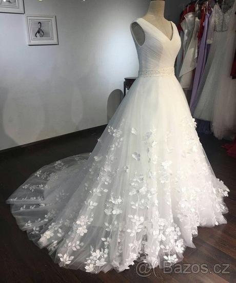 Luxusní Svatební šaty 36/38 poseté květy - Obrázek č. 1