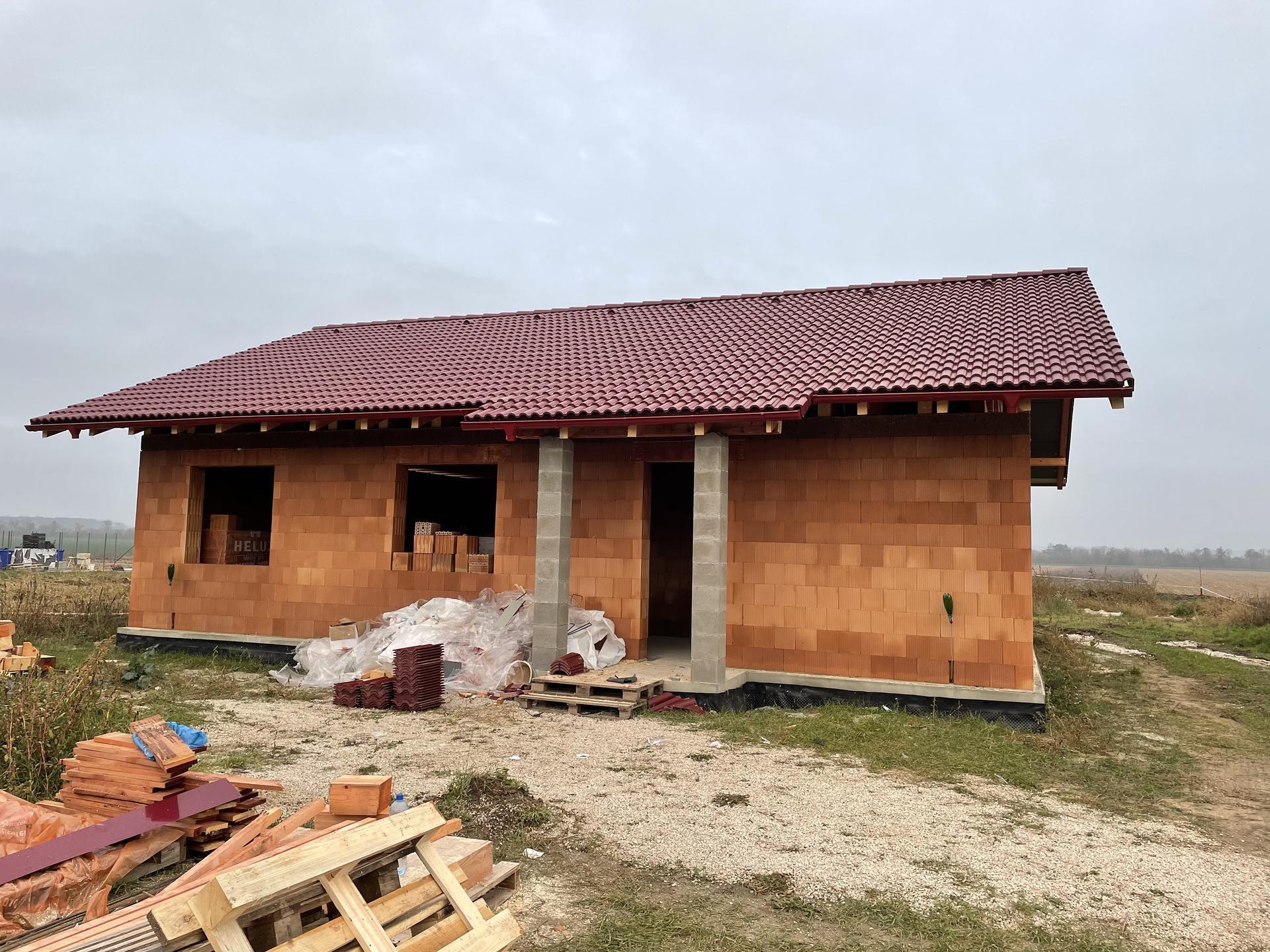 Náš domov :) - Dokončená strecha :)