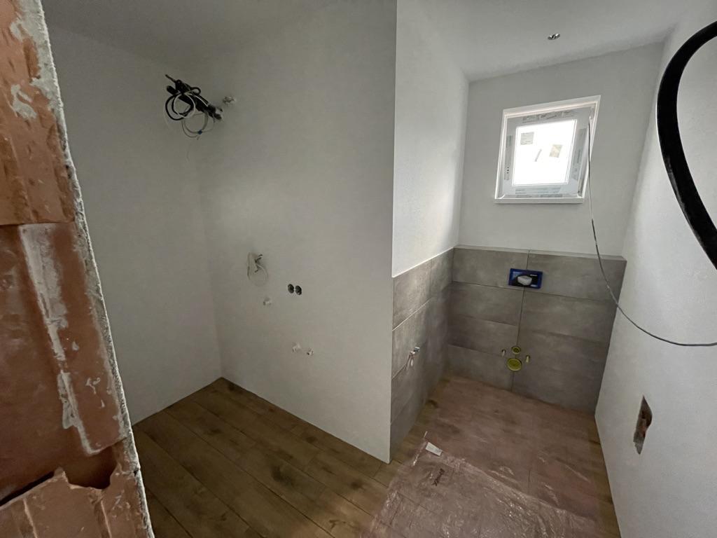 Náš domov :) - obložená technická miestnosť s WC