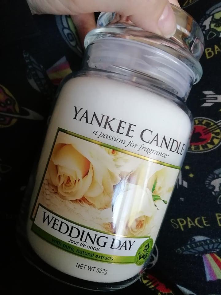 Čierna na svadbe - ja som velký fanúšik týchto sviečok a tak som si kúpila aj tie svadobné dve na hlavný stôl..:)
