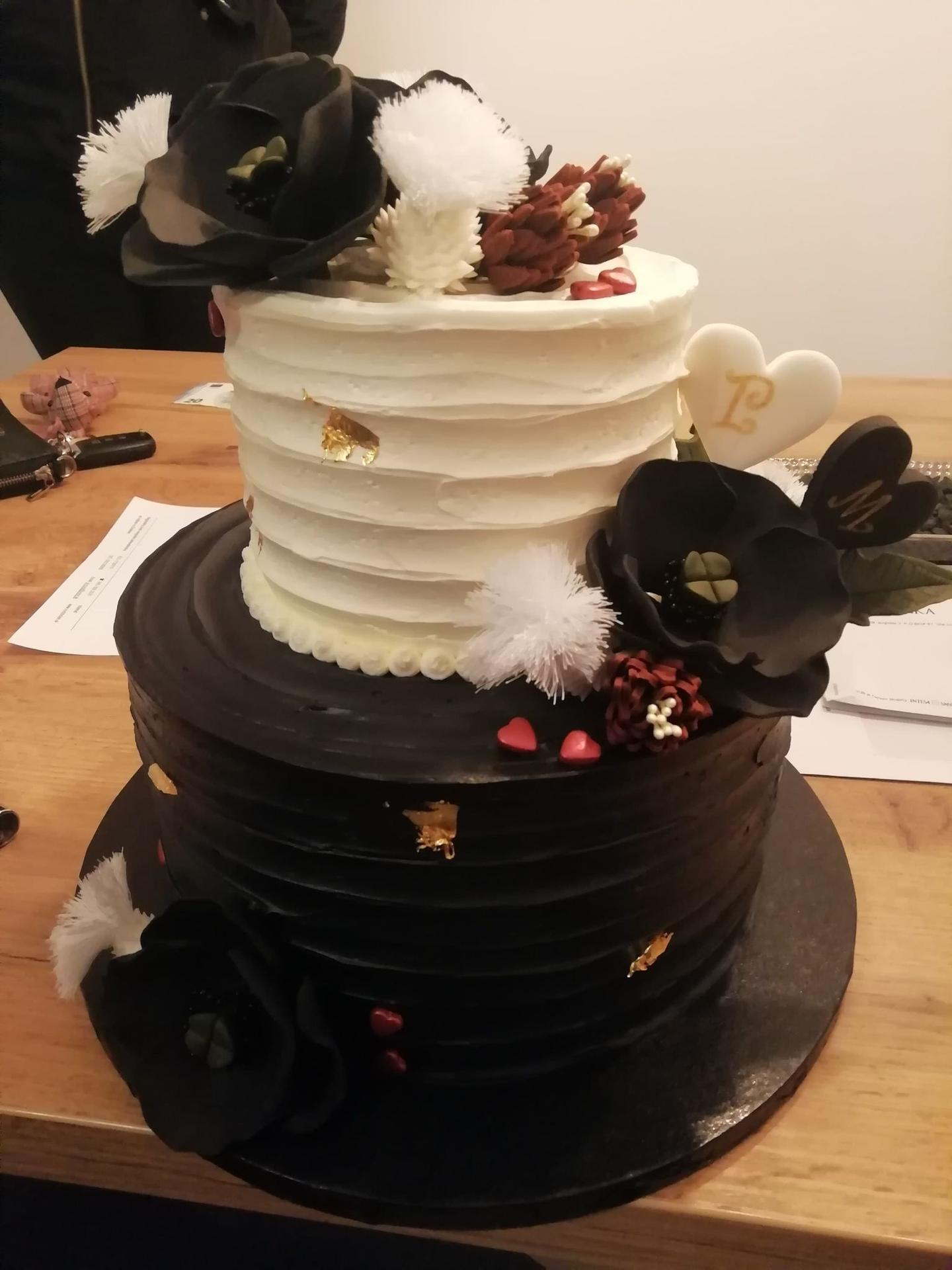 Peťka  {{_AND_}}  Mirko - moja vysnívaná torta..bola nádherná dobrá ale to čierne farbivo bolo všade...aspoň sme sa zasmiali :D