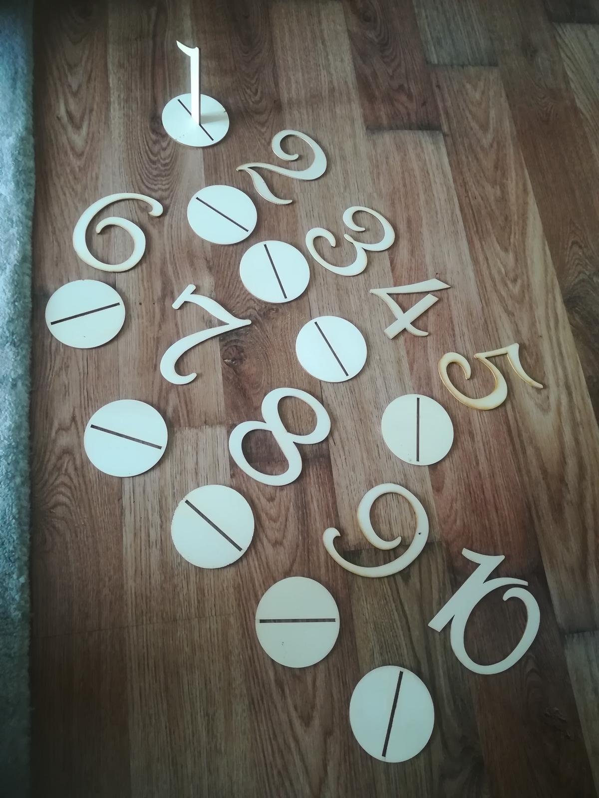 drevené čísla na stoly - Obrázok č. 1