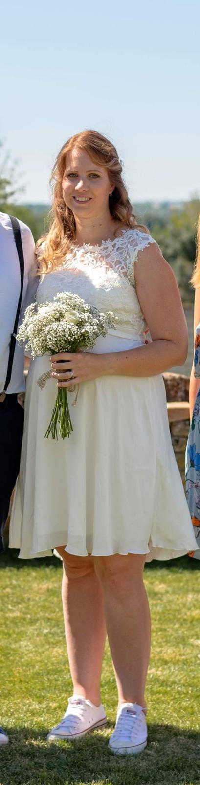 Bílé šaty - Obrázek č. 1