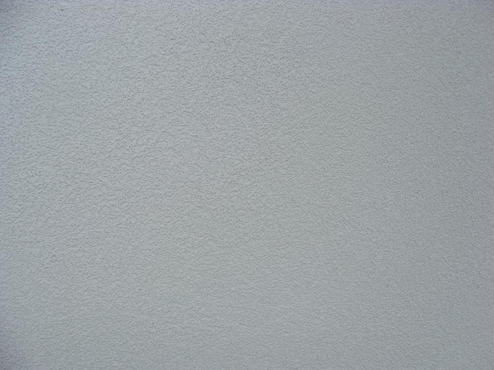 Domček skutočnosť - farba fasady, nafotene podvecer, cez den je skoro biela