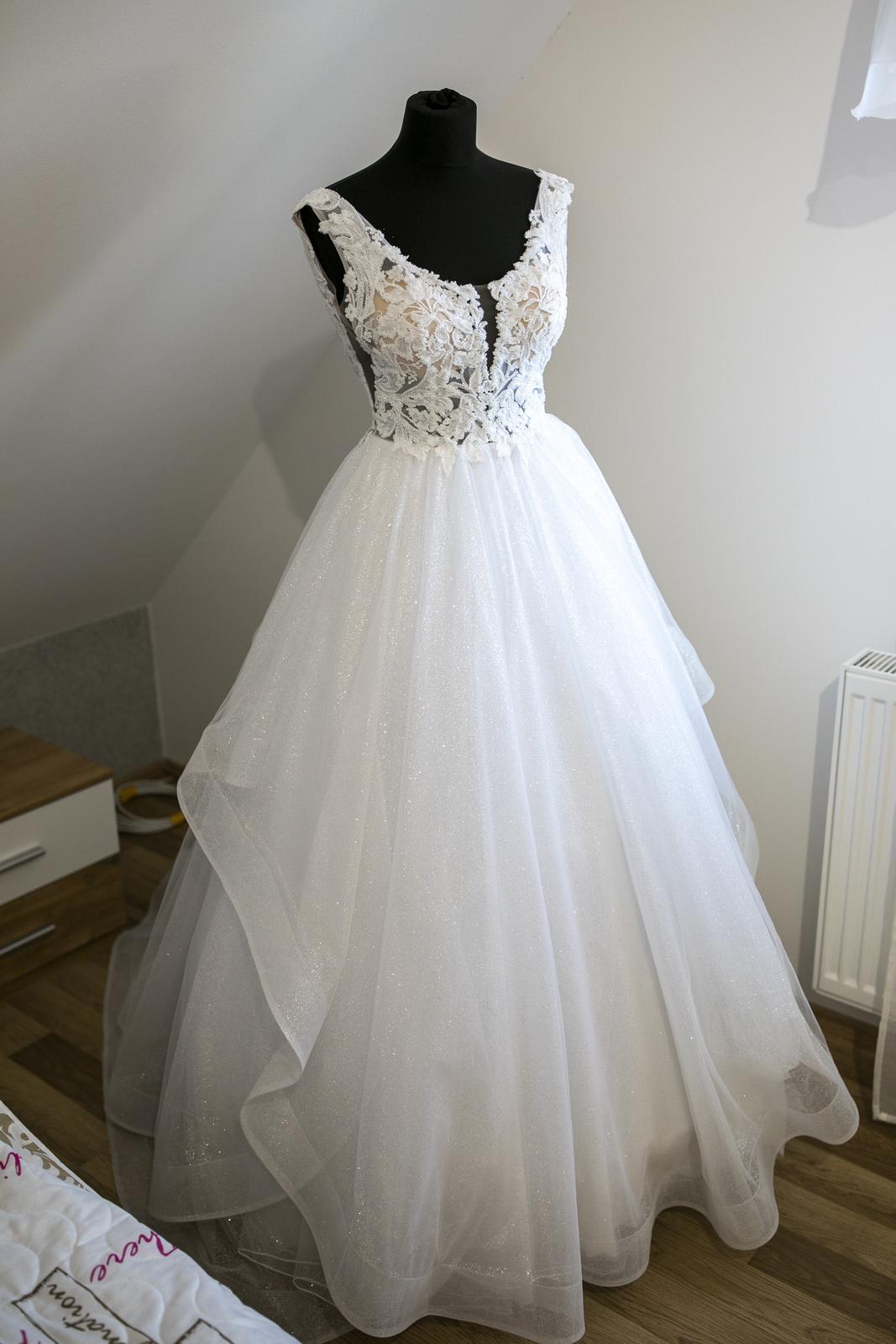 Výnimočné svadobné šaty - Obrázok č. 1