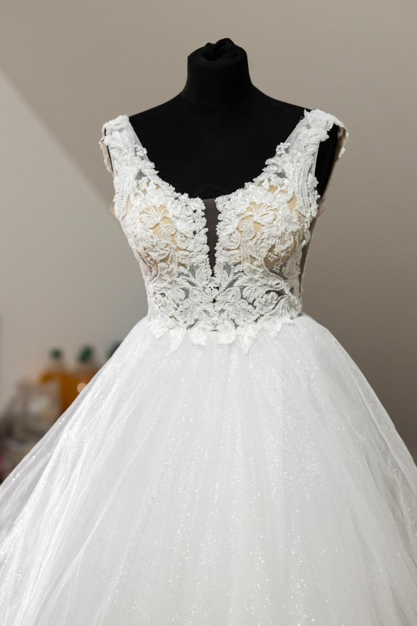 Výnimočné svadobné šaty - Obrázok č. 2