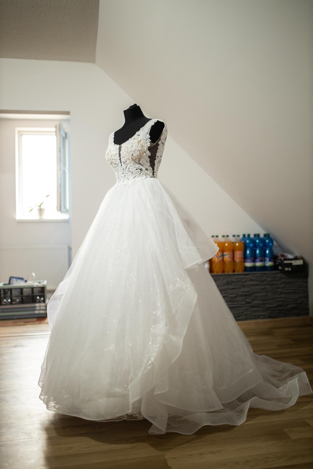 Výnimočné svadobné šaty - Obrázok č. 3