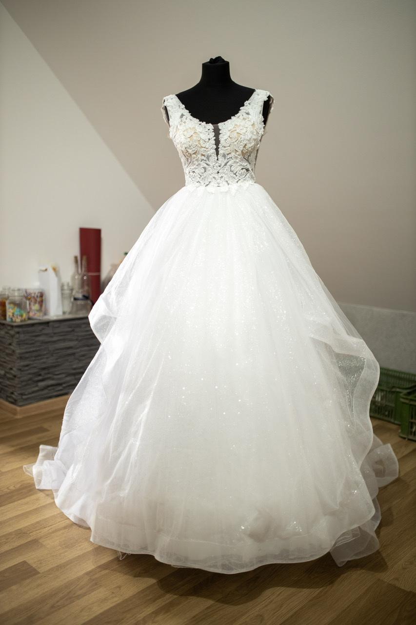 Výnimočné svadobné šaty - Obrázok č. 4