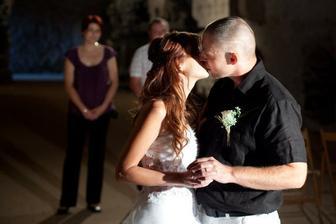 První manželská pusa :-)