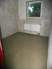 nově vylitá podlaha v pracovně