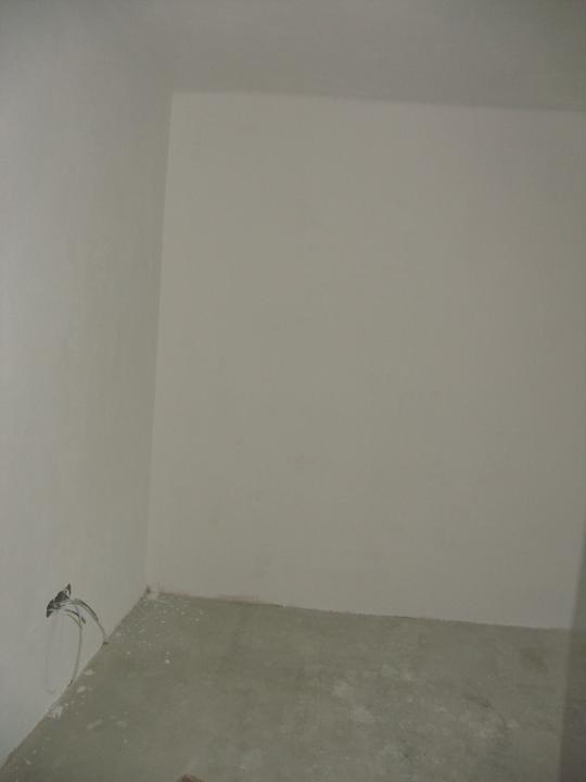 Nová el., omítka, a vyrovnaná betonová podlaha