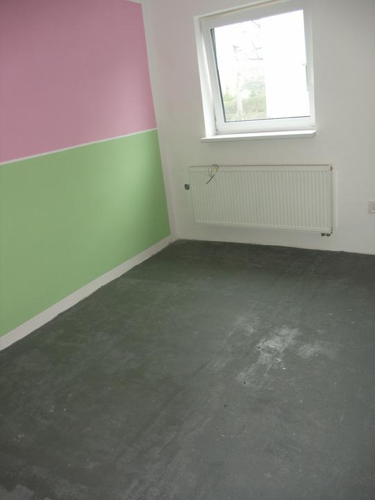 Nabarvená podlaha, aby se nedrolil beton a neprášilo se