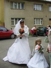 nervozní nevěsta před kostelem