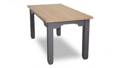 Nakonec asi tento stůl, hodí se ke kuchyni :-)