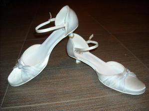 úžasné botičky koupené zde :)