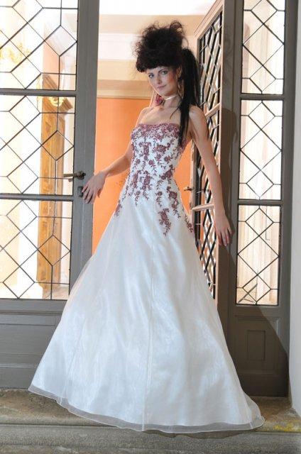 Krááásne červeno-biele šaty - Obrázok č. 37