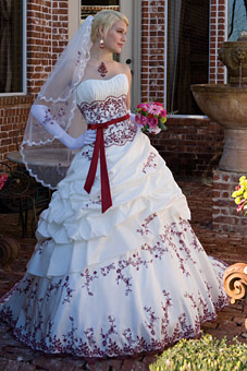 Krááásne červeno-biele šaty - Obrázok č. 50