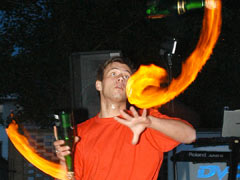 barmanska ohnova show a miesane drinky pre hosti