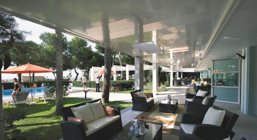 Ahojte, niekto zaujem o dovolenku do Lignano (IT) na 5 dni (4noci) 30.jun - 4.jul? International Beach Hotel 4*, sukromna plaz 2 izby: 1.izba: pre max 4osoby s POLPENZIOU 2.izba: pre 1osobu s POLPENZIOU (1 dieta do 2rokov zdarma) povod.cena spolu 800eur, posuvame za 580eur. viac info ip - Obrázok č. 1