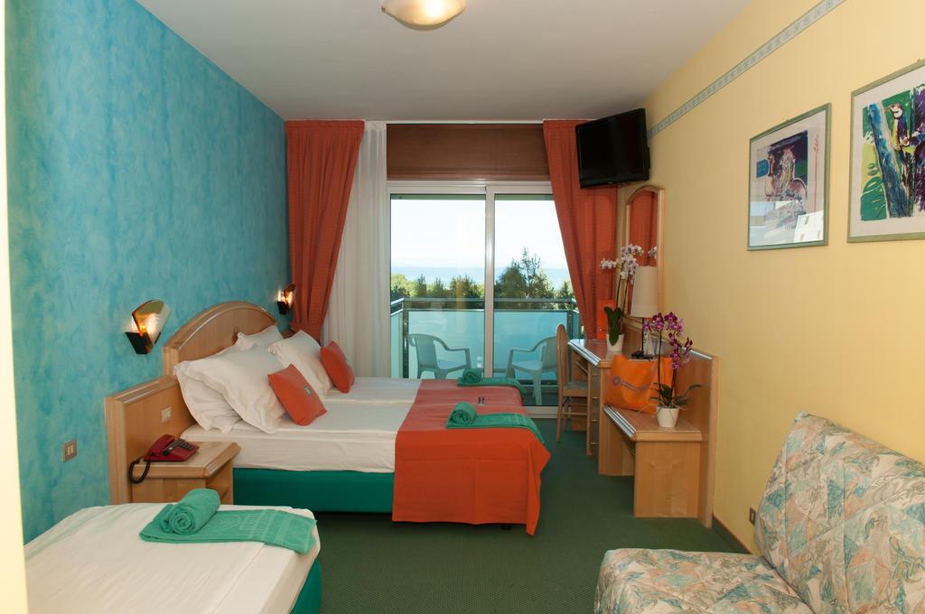 Ahojte, niekto zaujem o dovolenku do Lignano (IT) na 5 dni (4noci) 30.jun - 4.jul? International Beach Hotel 4*, sukromna plaz 2 izby: 1.izba: pre max 4osoby s POLPENZIOU 2.izba: pre 1osobu s POLPENZIOU (1 dieta do 2rokov zdarma) povod.cena spolu 800eur, posuvame za 580eur. viac info ip - Obrázok č. 3