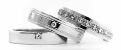 Jitka Kudláčková má nádhernou kolekci prstýnků, nakonec jsme si vybrali, jiný než je tady...
