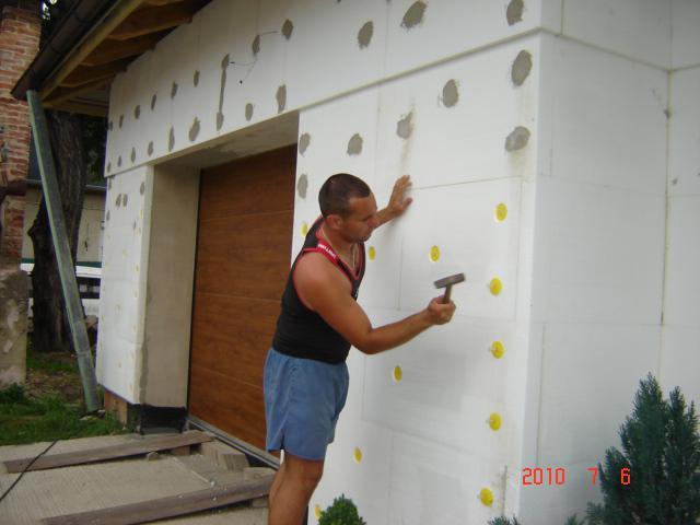 20.júla 2008 sme sa nastahovali do nasho domceka - A fixujeme polystyrén:))))