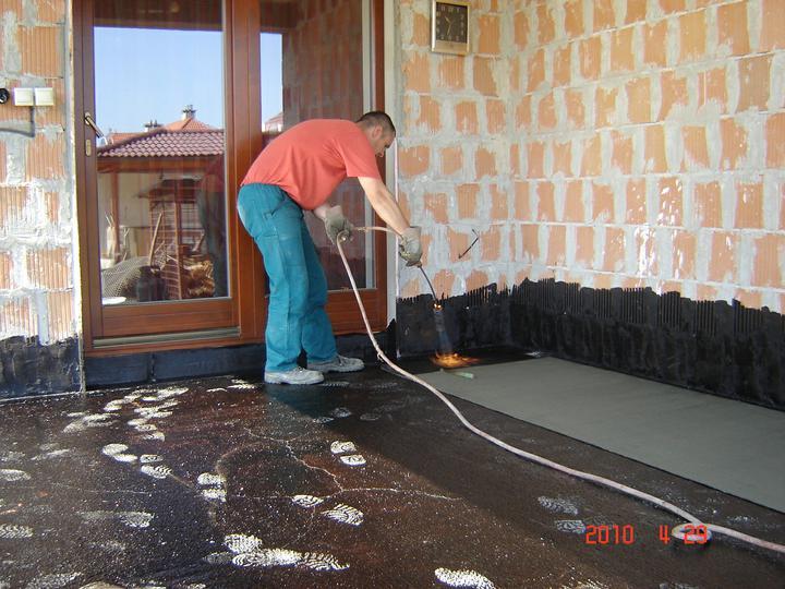 20.júla 2008 sme sa nastahovali do nasho domceka - dokončujeme terasu
