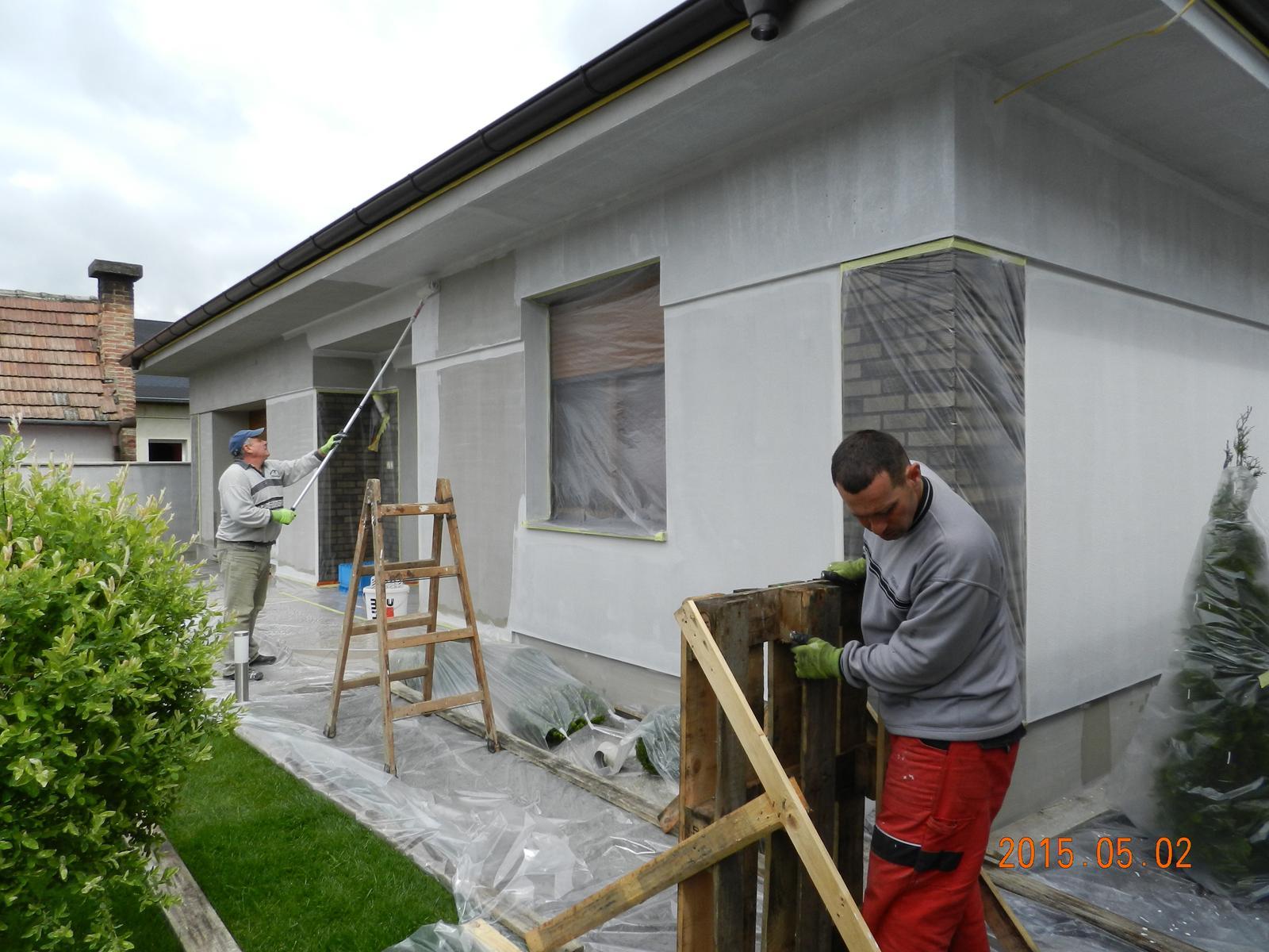 Pokračujeme fasádou 2014 jeseň - 2015. máj - penetrákom pretreme dom