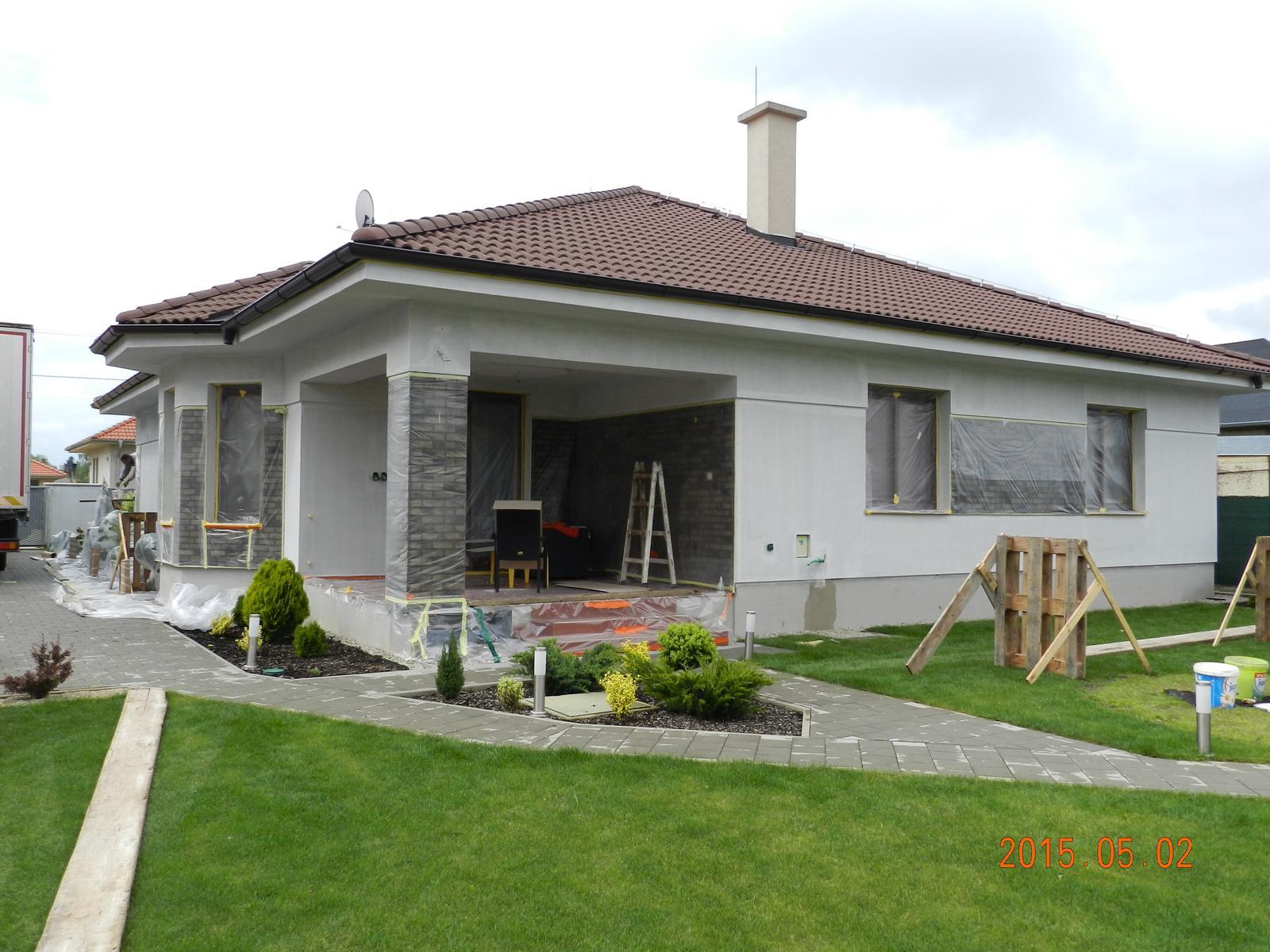Pokračujeme fasádou 2014 jeseň - 2015. máj - dom pripravený na budúci týždeň pre fasádnu party-u :)