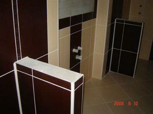 Kúpelku máme hotovú,uz len zrkadlo,zabudovatelne umyvadlo a pod to skrinka s dvierkami z mliecneho skla,uz sme to objednali