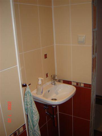 20.júla 2008 sme sa nastahovali do nasho domceka - mensie umyvadlo vo WC