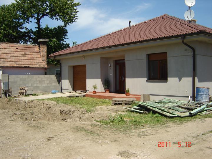 20.júla 2008 sme sa nastahovali do nasho domceka - už máme prázdny plac pre novú bránu....v sobotu sa ide nato ...