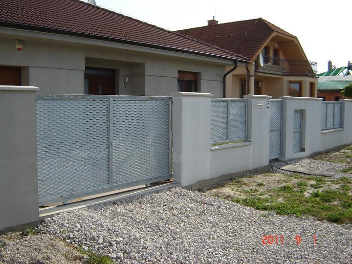 20.júla 2008 sme sa nastahovali do nasho domceka - ....... na jar sa začnú robiť chodníky ......a finišujeme :)