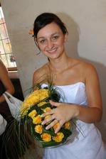Miluju žluté růže a kolegyně z práce mi přivezli ještě jednu krásnou kytičku, určenou pro házení.