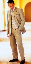 Takový oblek by byl přesně pro miláčka, světlá by ho hezky rozsvítila..vzhledem k připomínkám ohledně mého komentáře k jeho vzezření, vypouštím původní znění popisky:-))