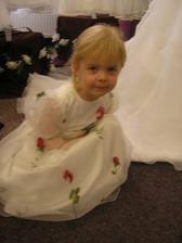 Zkoušení šatiček pro našeho andílka..
