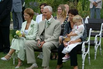 Ženichovo rodiče, hezky k sobě ladili..:-))