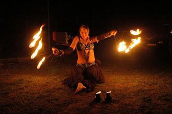 A pro  změnu tanec s ohněm!