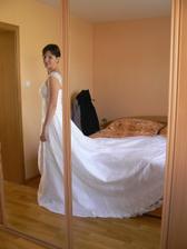 ..kdo by čekal, že se do něj vejdou svatební šaty :-)