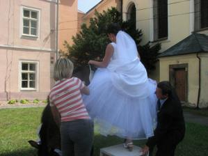 Překvapení pro všechny :-) Nevěsta tajně mění dopravní prostředek.